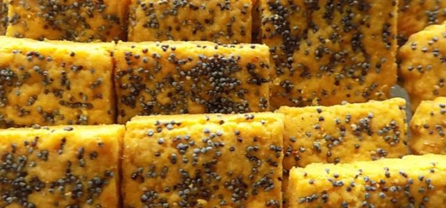 Savory Curry Cookies with Poppy Seeds